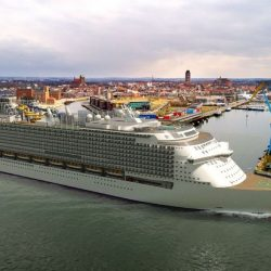 Cruise-mas-world-largest